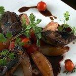 Escalopes de foie gras poêlées aux pommes acidulées