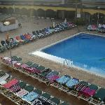 7am in the morning and sunbeds all reserved