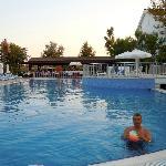 Pool 18:30.Nice in evening.