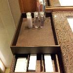 Centara系列饭店都会有的卫浴用品。