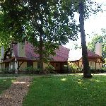 The 'Cottage' building (four rooms) at the Hillbrook Inn