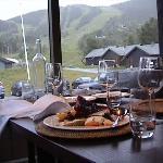 η θέα από το εστιατόριο του ξενοδοχείου