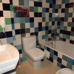 Salle de bain avec douche indépendante