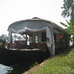 2 bed rooms dlx houseboat