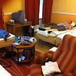 city hotell Göteborg - fyrbäddsrum med dusch och toa på rummet