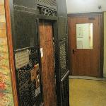 ascenseur ancien de l'hotel, parfait fonctionnement !!