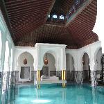 Indoor pool with divan over pool