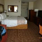 chambre avec lit king et sofa-lit