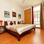 Bollywood room - AC double bed with attached garden & old Bollywood theme