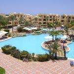 piscine + pool bar et l'hotel