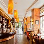 Le Square Bar & Restaurant