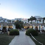 Arrière hôtel sur la mer/piscine relaxe