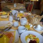 朝食はたっぷりのビュッフェ