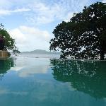 Saravoan Hotel swimming pool