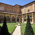 Cloître de Cadouin cour intérieure