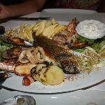 Рыбное ассорти. Всего много и очень вкусно!