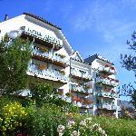 Südansicht Hotel Altana, Scuol im Sommer2