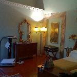 寝室はエクストラベッド2つは余裕です