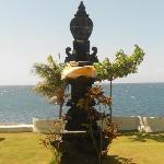 typisch für Bali: viele Opferstellen