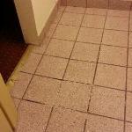 L?sa plattor i golvet