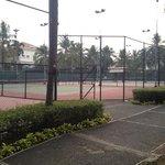 สนามเทนนิสหลายสนาม