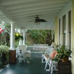 Hoyt House, Front porch area