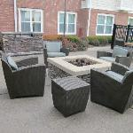 outside lounge & firepit