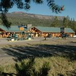 A Great Mountain Escape Framed by the Shoshone National Forest