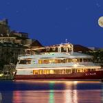 Destin's only dinner and dancing cruise. Chef-prepared meals, unparalleled sunset views & live m