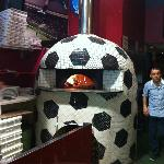 The Futbol Oven that cooks the Pizza