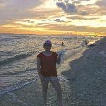 Zonsondergang op strand bij Mitchell's