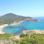 Ecco la spiaggia del campeggio Torre Chia.