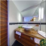 Queen Apartment N°2, Bathroom in Dark Walnut