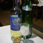 1 bottiglia di vino a consumo+ acqua e sorbetto