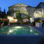 la terrasse et piscine, le soir
