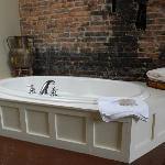 A Tub to Die For!