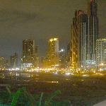 vista a la ciudad y la bahia desde la terraza del primer piso del hotel
