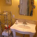 Silver Maple bathroom