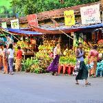 ร้านขายของเครื่องเซ่นหน้าวัดBotatoung Pagoda