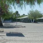 l'ampio parcheggio