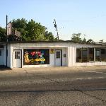 Exterior view of Bugsy's Chicago Dog, Mt. Vernon, IL.