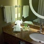 Nice clean bathroom - extra bonus points to the housekeeping staff for their fancy folding skill