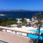 Вид с балкона на бассейн и море