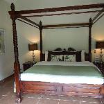 very comfy bed with great linens
