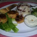 Great crabcakes with homemade bread