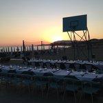 Tutto pronto per la cena all'aperto sul campo
