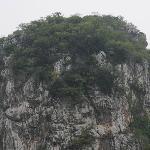 Berg mit Hoehle
