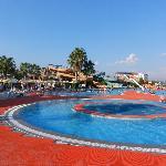 Het zwembad met de super glijbanen