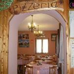 l'ingresso alla pizzeria
