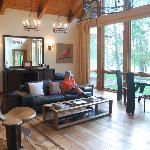 Cardinal E: living room
